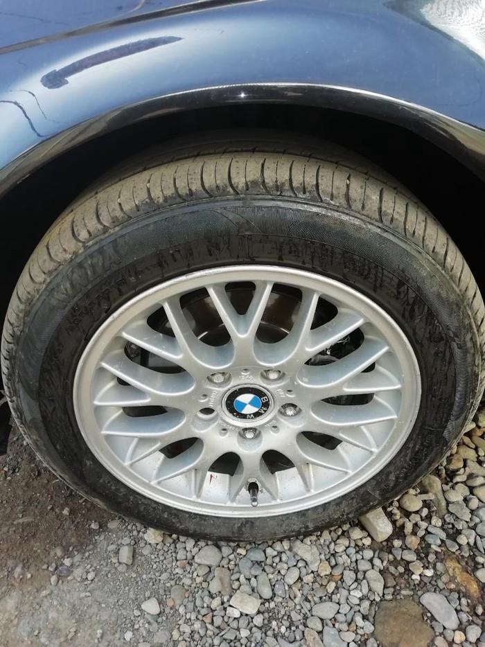 BMW 323 1998. Photo 2