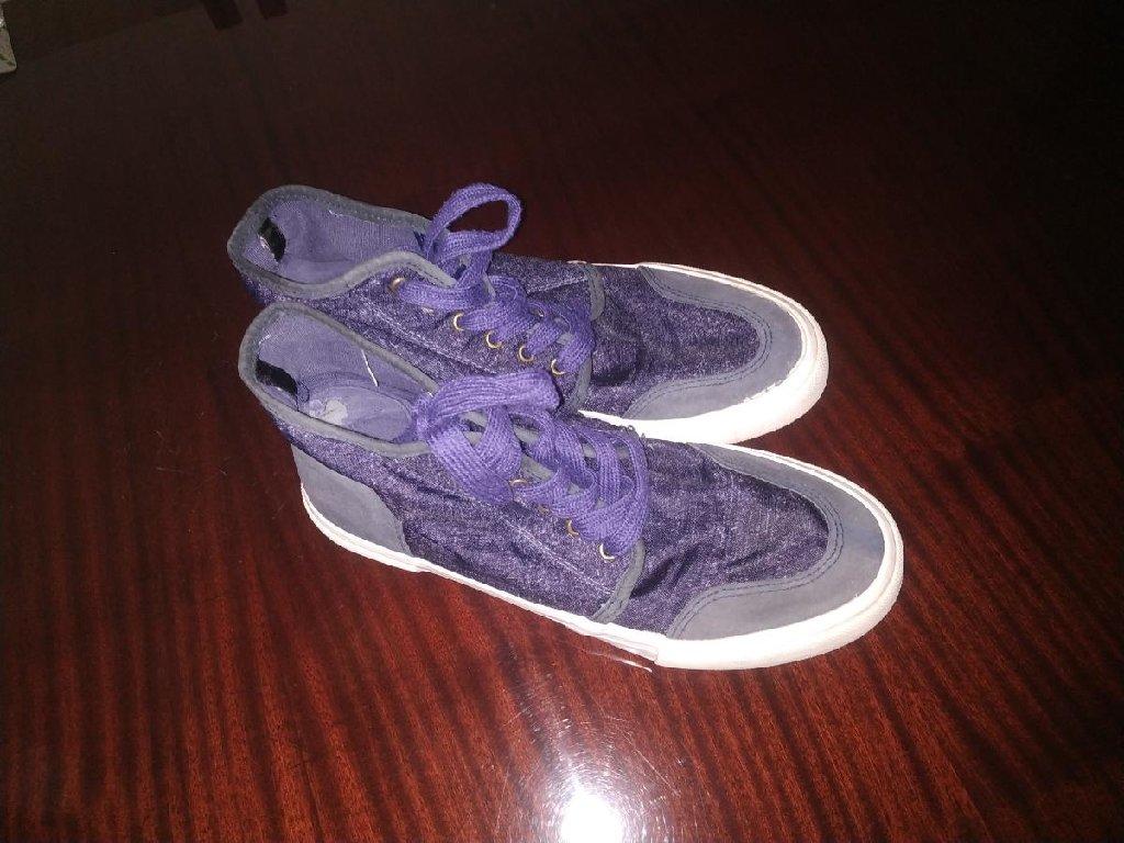 Кроссовки и спортивная обувь 39