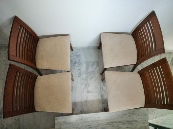 4 καρέκλες τραπεζιού σε καλή κατάσταση με ξύλινες πλάτες.. Photo 0
