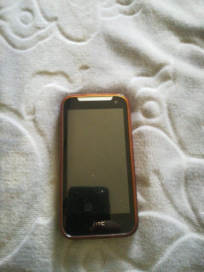 HTC telefon, ima masku i ne radi, to je model Dizaer 310