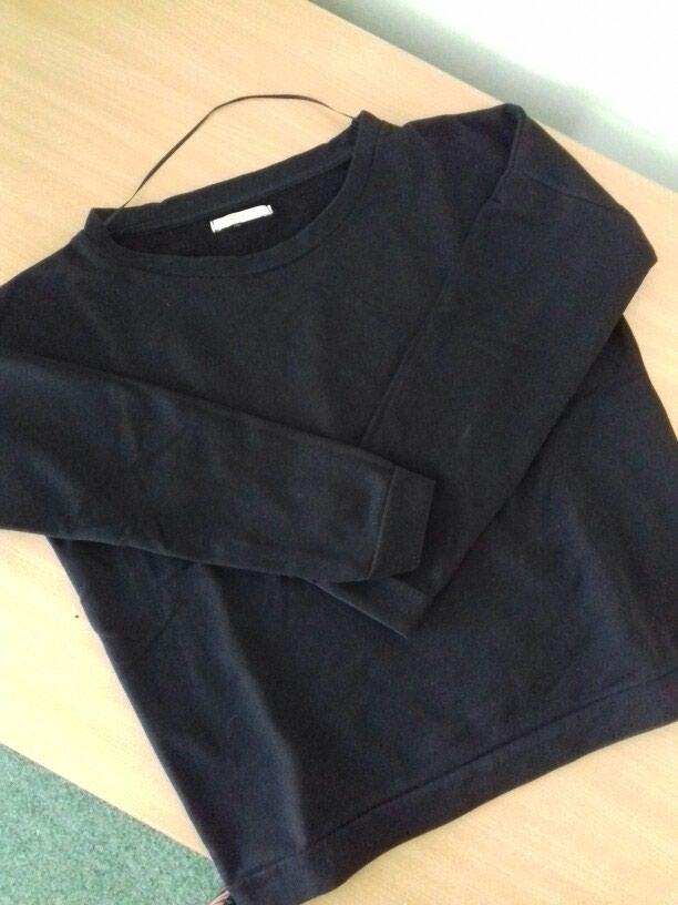 Crna duks majica . Univerzalna velicina. Nema ostecenja .. Photo 1