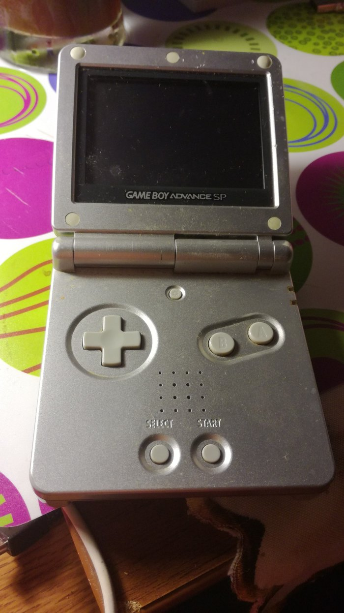 Game Boy Advance SP. Device only (not functioning).. Photo 1