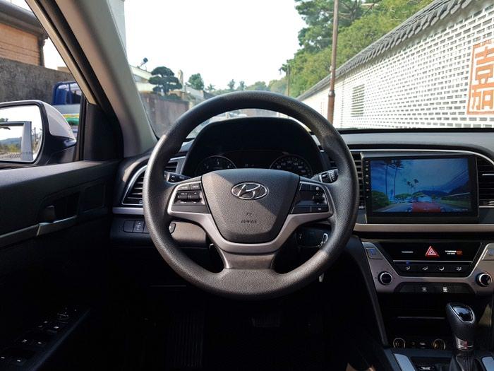 Hyundai Elantra 2016. Photo 8