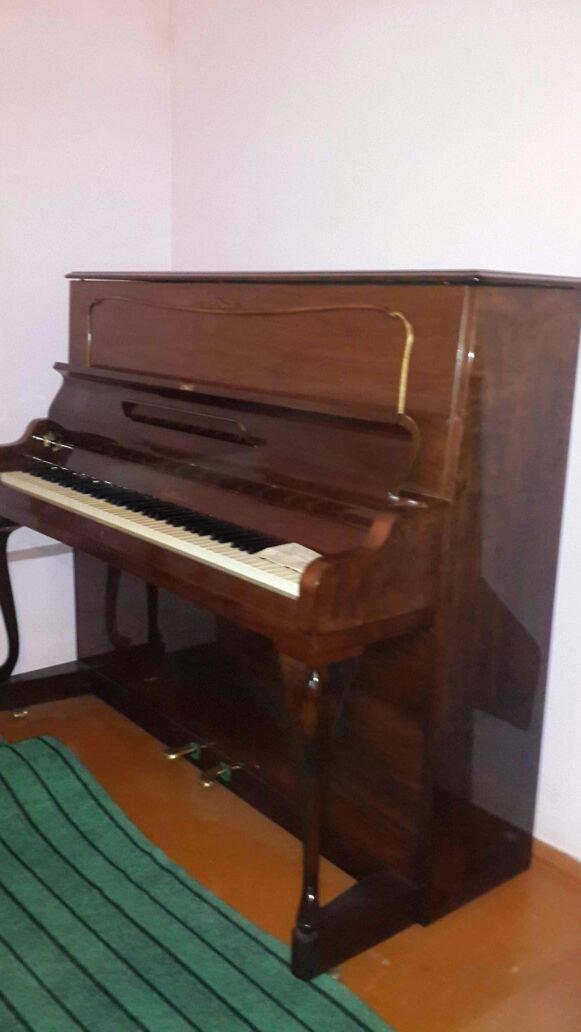 Bakı şəhərində Rönisch fortepiano satilir  cox nadir raslanan modeldir