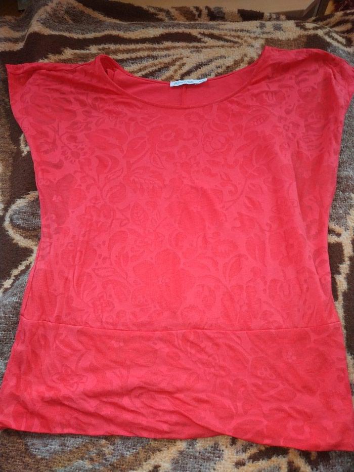 Malo nošena divna majica, prelepa boja, veličina xs, ali može i s