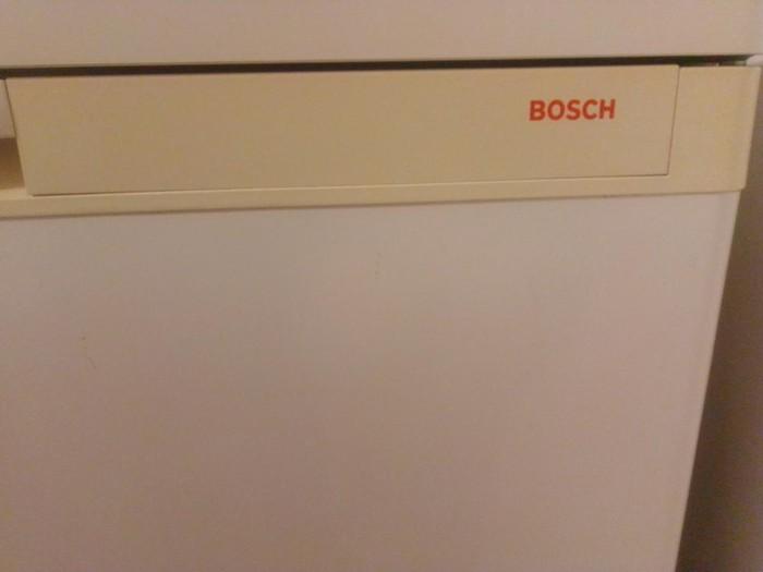 Μεταχειρισμένο Ενιαίος θάλαμος άσπρο refrigerator Bosch. Photo 1