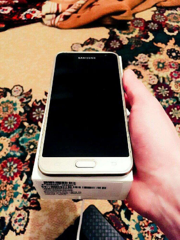 Новый Samsung Galaxy J3 2016 16 ГБ Золотой