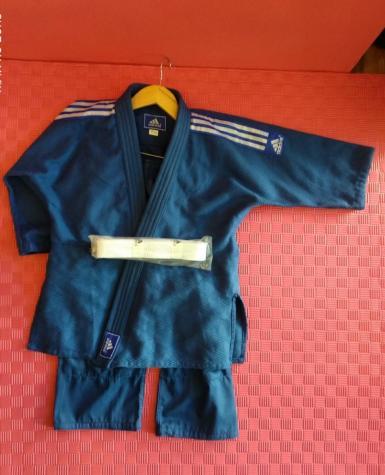 """Judo kimonosu """"Adidas """"-450q-lıq 100% pambıq parçadan hazırlanıb"""
