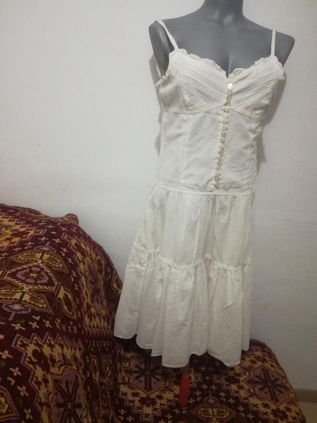 Italijanska bela letnja haljina prijatna za nošenje postavljena je vel L  100% cotton