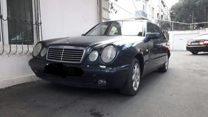 Mercedes-Benz 200 1996. Photo 1