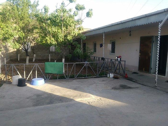 Дом, почти 3 соток, вода, электричество, ванная, туалет, огород, всё е в Душанбе
