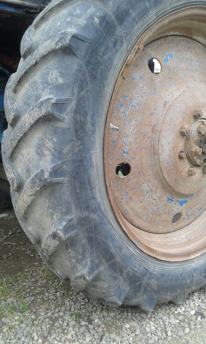 Traktor təkərin2 sidə satılır Təkərlər ağdamda dı . Photo 2