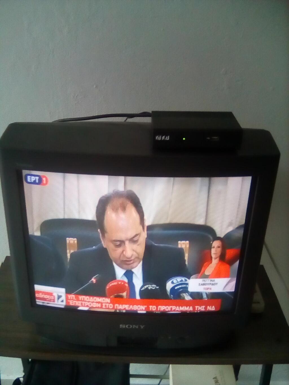 Τηλεόραση και δύο αποκωδικοποιητές σε καλή κατάσταση