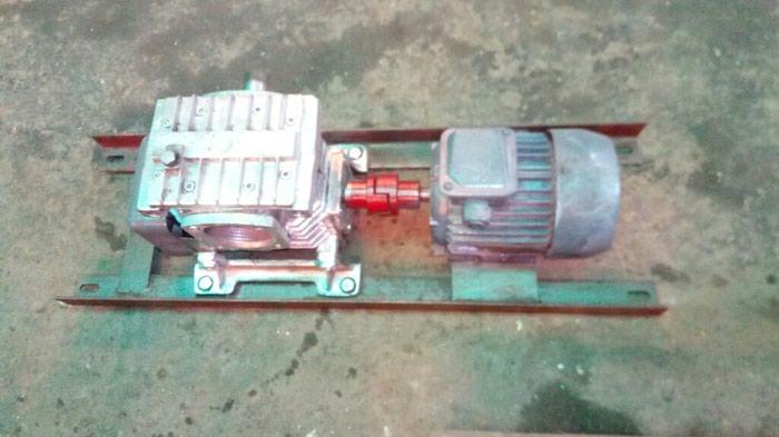 Motor reduktor . reduktorun ötürmesi 40/1 çixiw dövrü 35dövr/deq. Photo 0