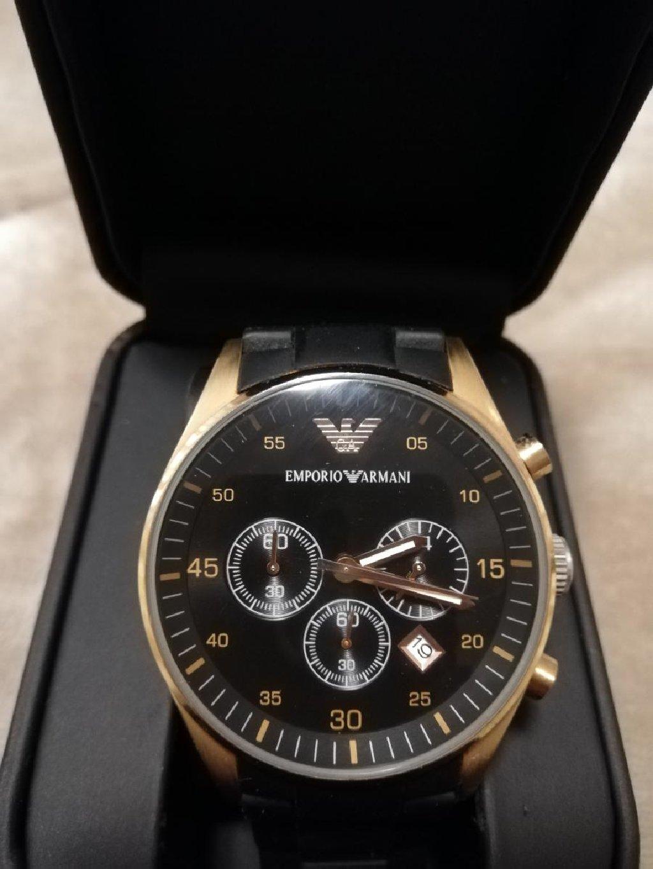 Πωλείται unisex ρολόι Emporio Armani σε άριστη κατάσταση μαζί με τη θήκη του!
