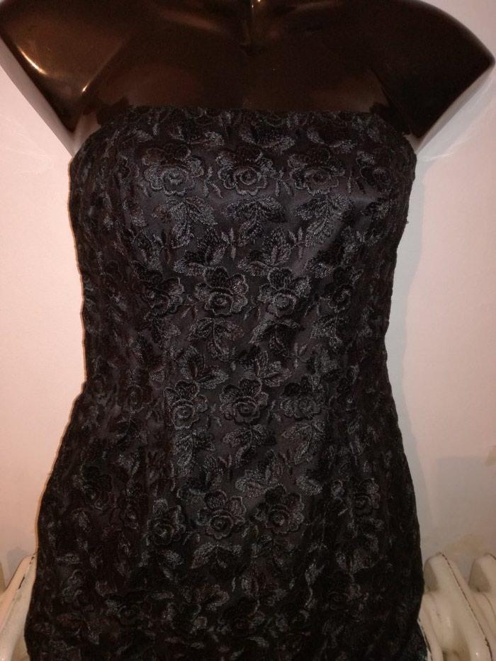 Predobra haljina cela od cvrste cipke i satenskom postavom,vel:S-M. Photo 1
