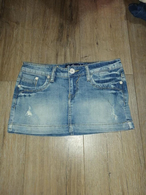 Kratka teksas suknja, moderna, očuvana, nema oštećenja. Veličina 42
