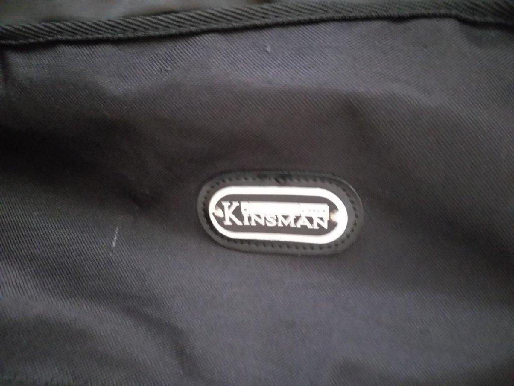 Μια θηκη κιθαρας Kinsman αξιας 50€ εντελως καινουργια