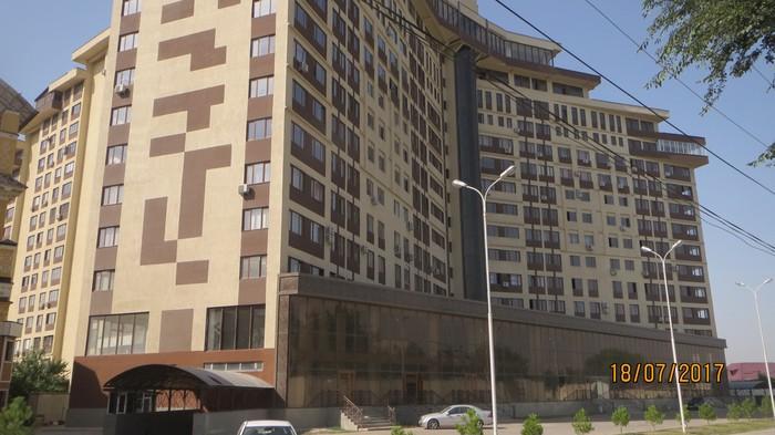 Продаётся коммерческая площадь свободного назначения на 2-м этаже в новом 16-ти этажном доме в престижном районе г