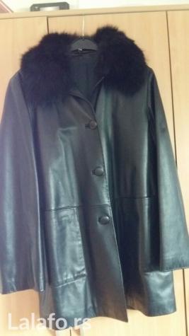Crna kožna jakna, sa krznom oko vrata (može da se skine i ponovo stavi), veličina 44, nekorišćena
