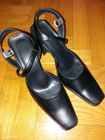 Cipele na prodaju br. 38