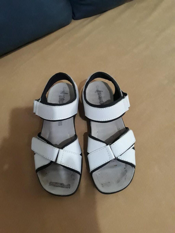 Sandale bele jednom probane,sto se vidi po gazistu,kozne iz Austrije br