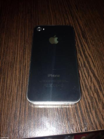 Iphone 4 32gb в комплекте чехол и юсб шнур. сост отличное в Кызыл-Адыр