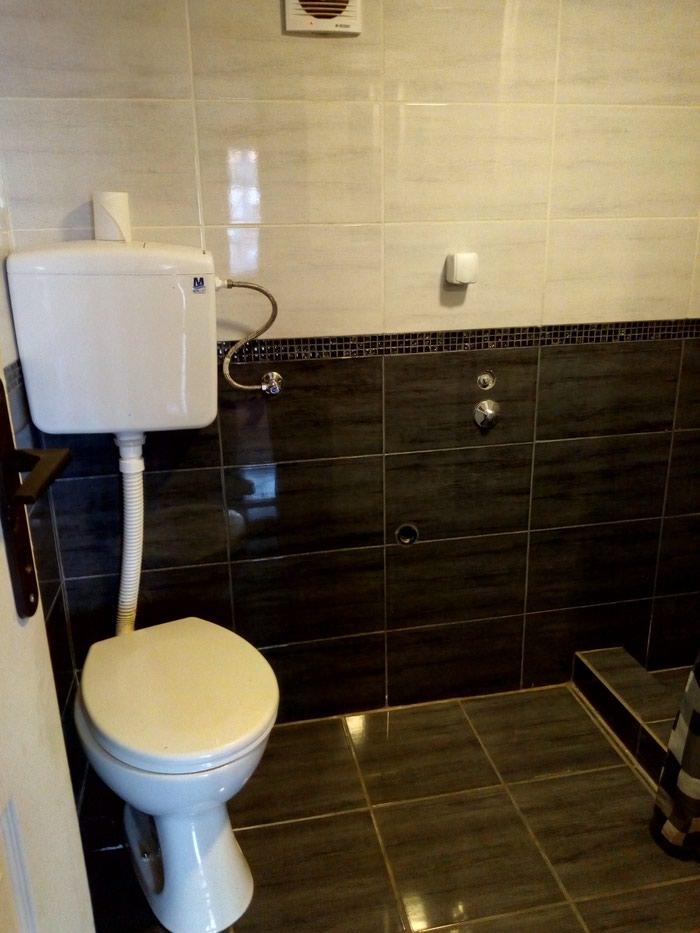 Izdajem stan u kuci kompletno namesten. Tel.. Photo 0