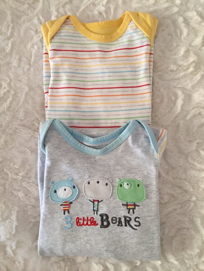 2 sleepsuits same as used in hospital. 0-3 months. Excellent σε Νέα Σμύρνη