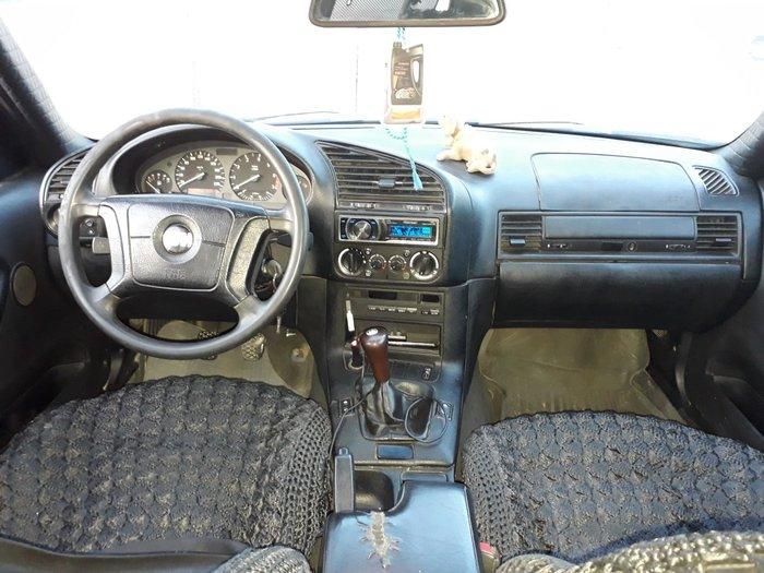 BMW 318 1995. Photo 5