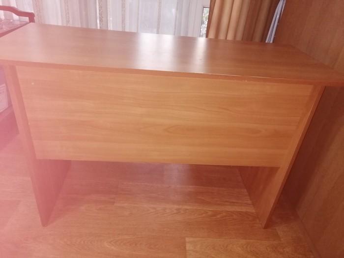 Продам письменный стол в отличном состоянии.. Photo 1