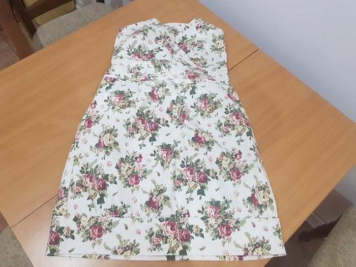 Nova haljinica, M(38) 98 % pamuk,2% elastin, na krajevima se sužava: Nova haljinica, M(38) 98 % pamuk,2% elastin, na krajevima se sužava
