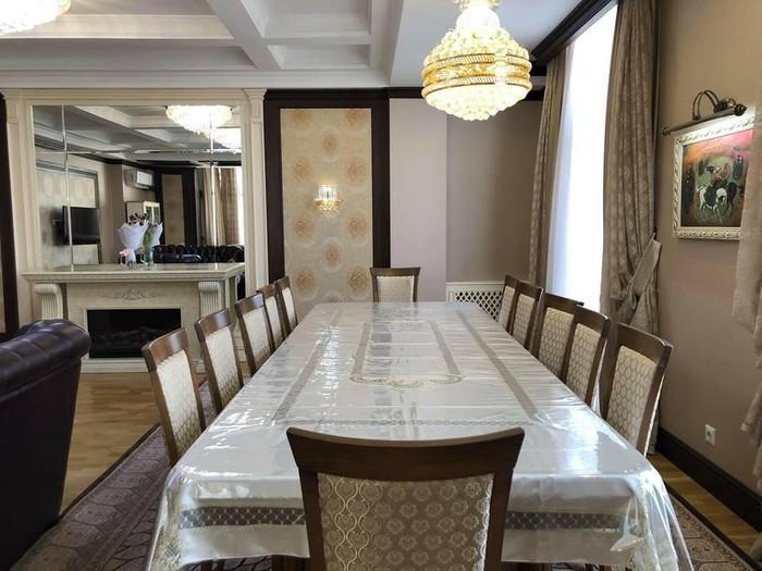 Продается квартира: 4 комнаты, 230 кв. м., Бишкек. Photo 1