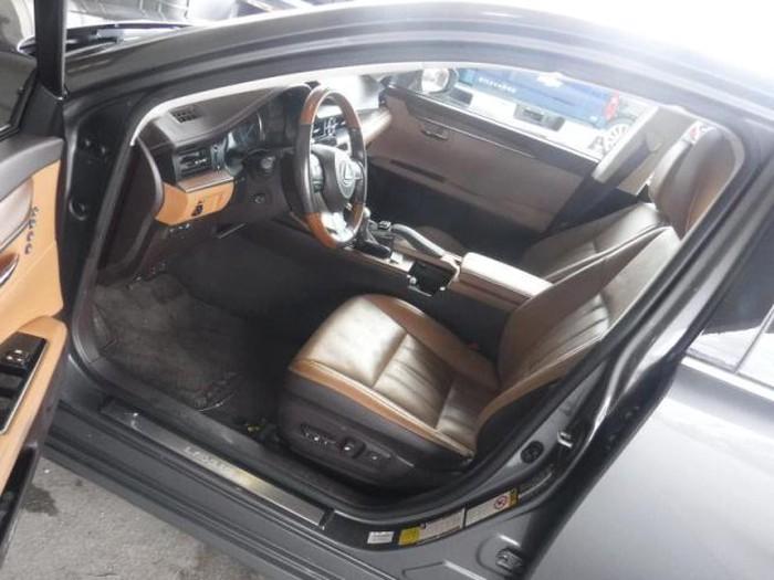 Lexus ES 2018. Photo 4