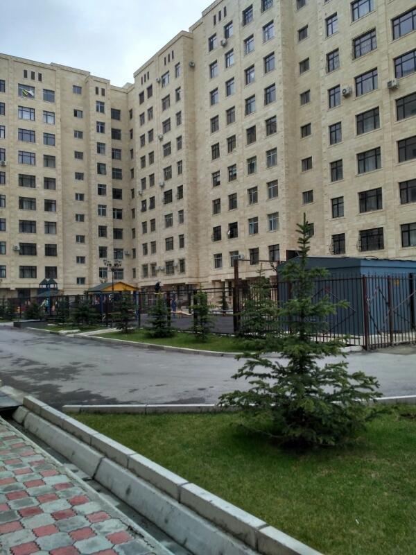 2 ком  квартира 69 кв. м. 9 этаж из 9. Застройщик Ихлас. Дом сдан в Бишкек