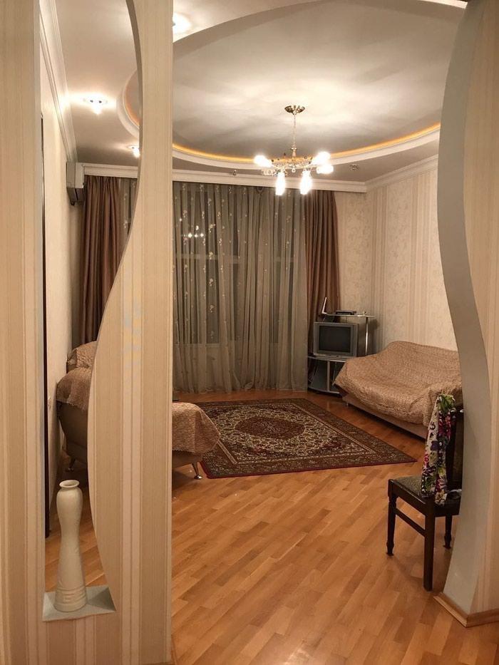 Mənzil satılır: 3 otaqlı, 82 kv. m., Bakı. Photo 2