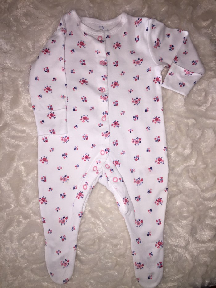 2 babygrows. 0-3 months. Excellent condition. 6 euros.. Photo 2