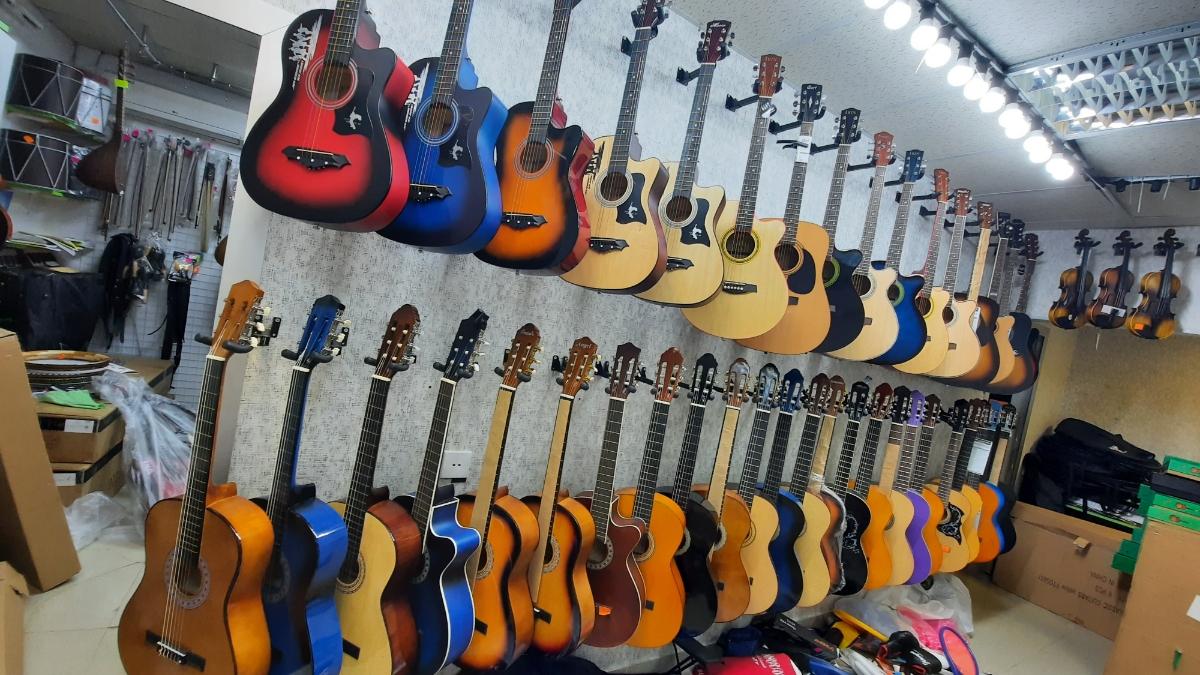 Gitara və aksesuarla